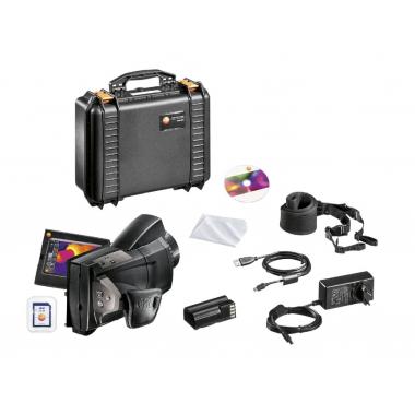 885 с супер-телеобъективом и дополнительным объективом 0563 0885 X5 в фирменном магазине Testo